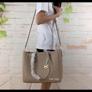 Michael Kors Bags - Michael Kors Kimberly Large 3 in 1 Large Tote
